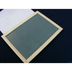 Ein Bild von einer DIN A4 großen Maltafel, auf der tastbar gemalt werden kann