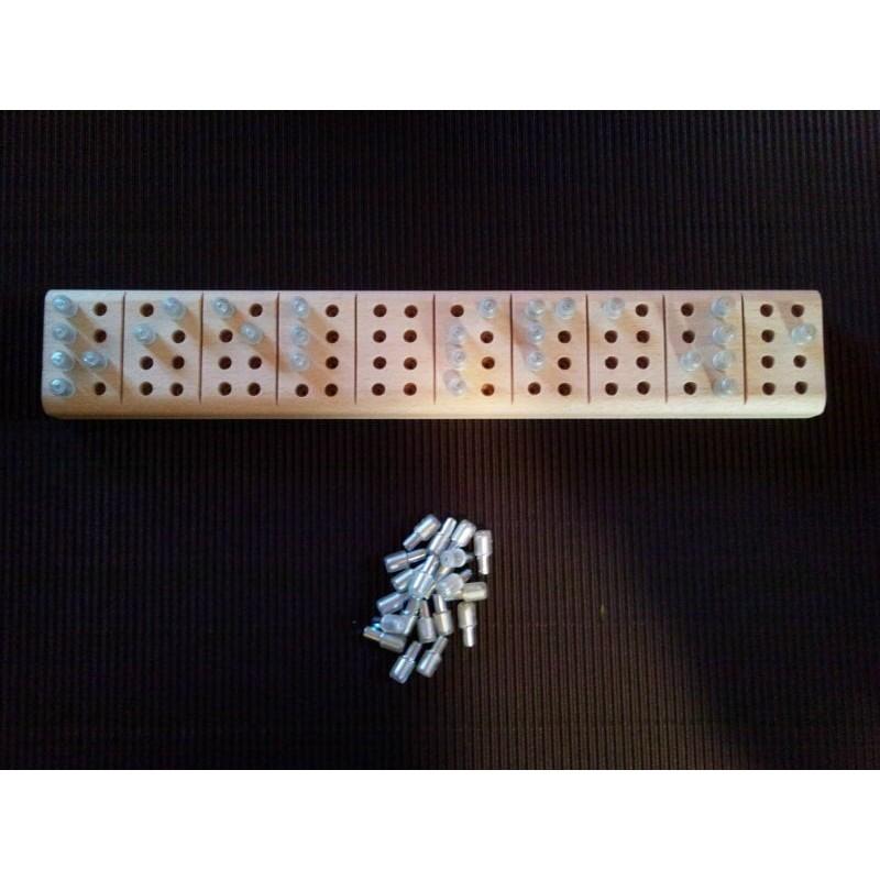 Ein Bild von der 8 Punkte Braille Stecktafel Eurobraille