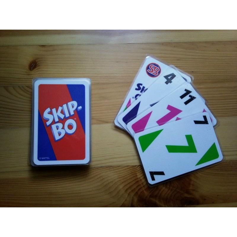 Ein Bild von dem Kartenspiel  SKIP-BO Kartenspiel mit Braillezeichen
